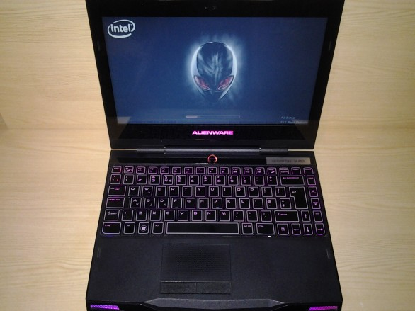 Alienware M11x Open